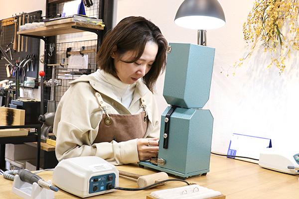 神戸元町彫金工房スタッフ:Fujita Shiori